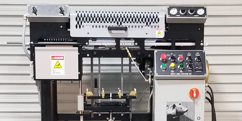Front View of the XS-1250 High-Speed Can Labeling Machine